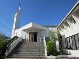 「優しいまなざしのマリア像」と「隣の階段」