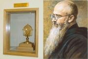 左:コルベ神父のあごひげ(聖遺物)/右:コルベ神父(聖マキシミリアノ・マリア・コルベ司祭殉教者)